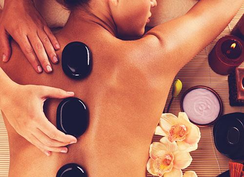 Massage de pierres chaudes